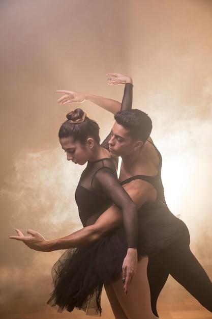 Mittlere einstellung paar tanzen Kostenlose Fotos