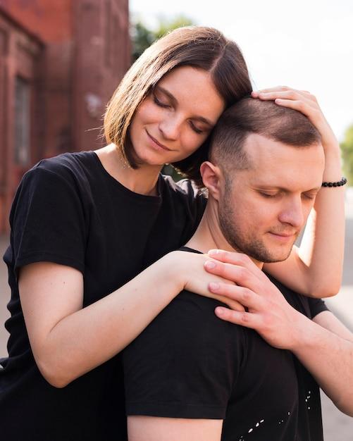 Mittlerer schuss niedliche romantische partner Kostenlose Fotos