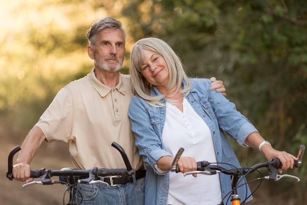 Mittleres schusspaar mit fahrrädern Premium Fotos