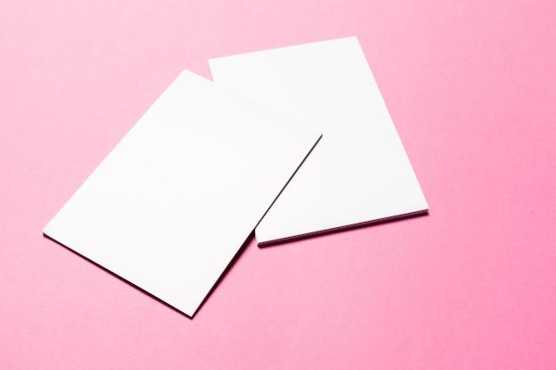 Mock up auf pink Premium Fotos