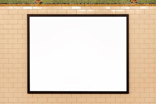 Mock-up plakat an der wand Kostenlose Fotos