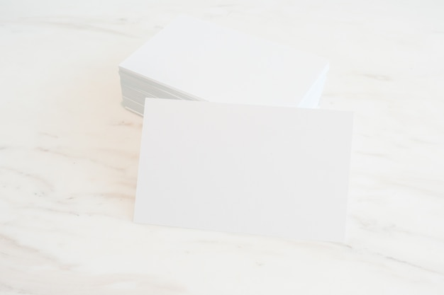 Mockup Von Leeren Visitenkarten Stapel Auf Marmortisch