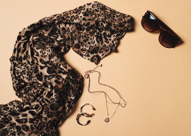 Mode flach mit leopardenmuster schal und accessoires Premium Fotos
