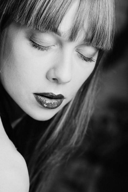 Model mit grünen lippen Premium Fotos