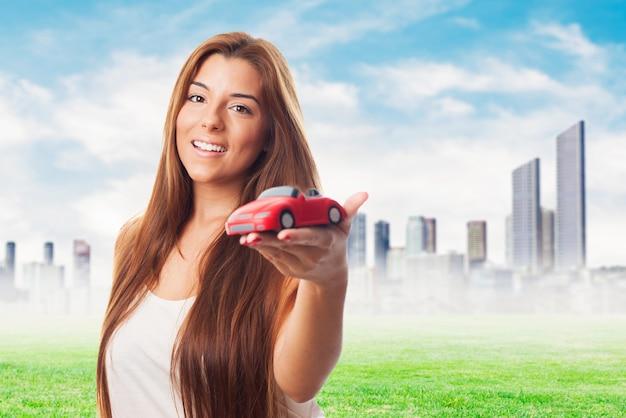 Modell ein kleines rotes auto-modell anbieten Kostenlose Fotos