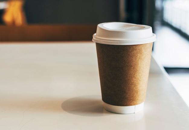 Modell einer wegwerfbaren kaffeetasse Kostenlose Fotos