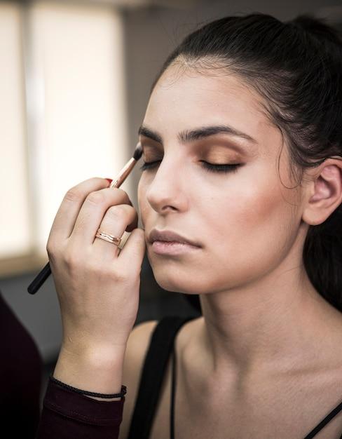 Modell mit glamourösem make-up Kostenlose Fotos