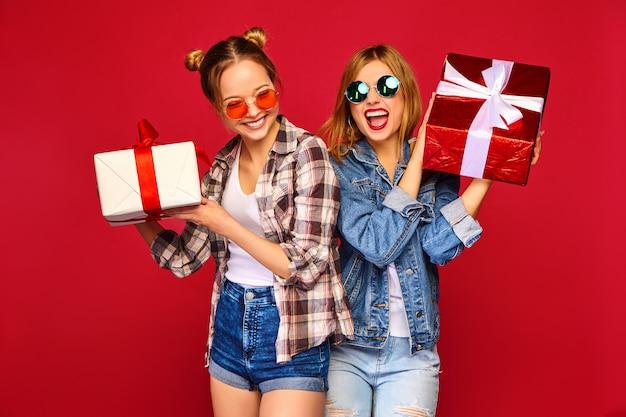 Modelle mit großen geschenkboxen Kostenlose Fotos