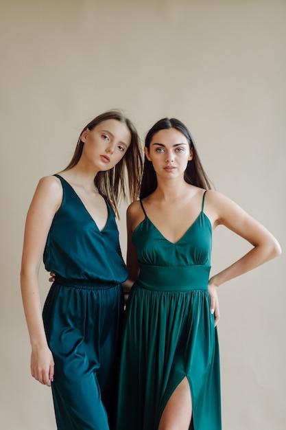 Modeporträt der jungen eleganten frau Kostenlose Fotos
