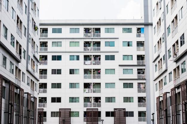 Moderne eigentumswohnung, luxuswohngebäude in bangkok Premium Fotos