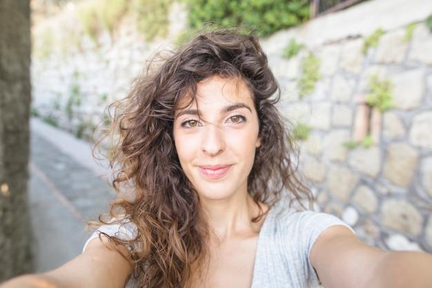 Braune haare selfie hübsche frau Hübsche Mädchen