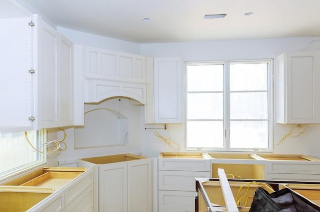 Moderne kücheninnenhauptverbesserungs-küche gestalten um Premium Fotos
