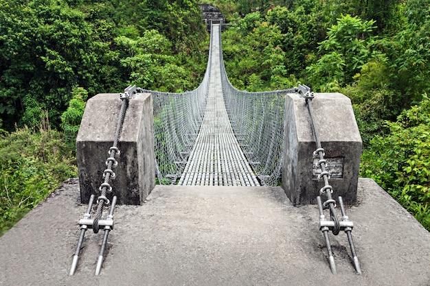 Moderne metallbrücke Premium Fotos