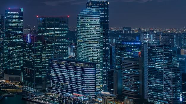 Moderne stadt mit licht in der nacht Premium Fotos