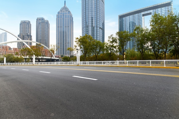 Moderne städtische architektur, brücken und schnellstraßen in tianjin, china Premium Fotos