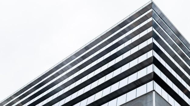 Moderne wolkenkratzer-bürogebäude mit geringer sicht Kostenlose Fotos