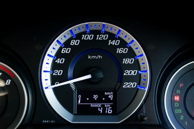 Moderner auto-geschwindigkeitsmesser Premium Fotos