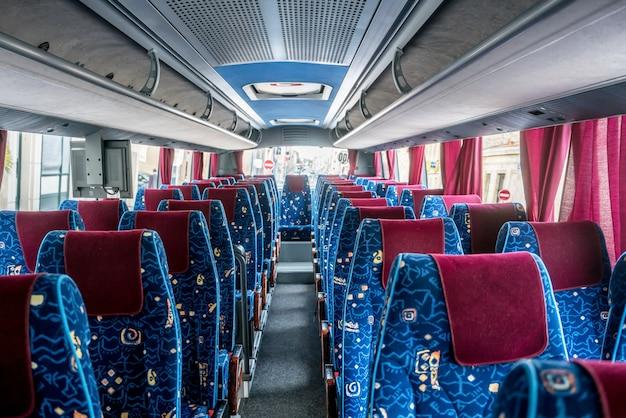 Moderner reisebus in frankreich Premium Fotos
