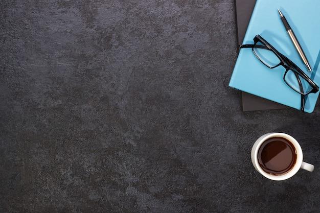 Moderner schwarzer schreibtisch Premium Fotos