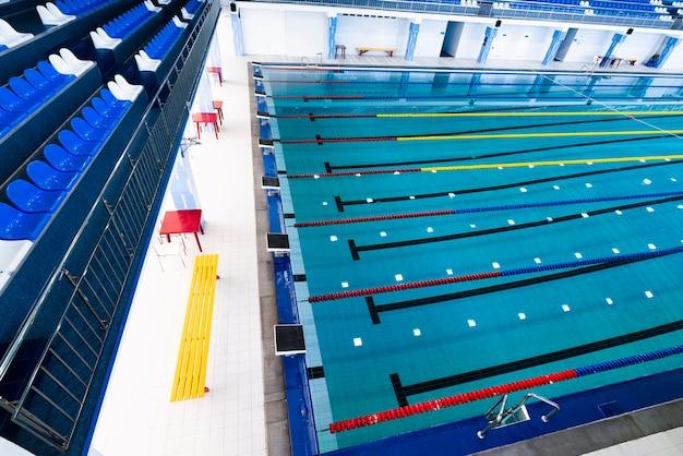 Moderner swimmingpool der draufsicht Kostenlose Fotos