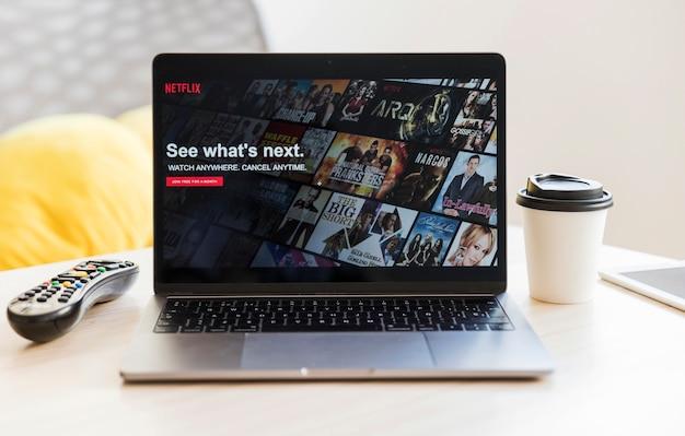 Modernes gerät mit netflix-app Kostenlose Fotos