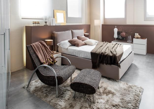 Modernes luxusschlafzimmer mit reclinerstuhl Premium Fotos