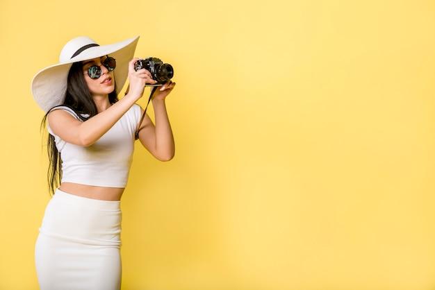 Modische frau, die foto macht Kostenlose Fotos
