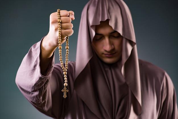 Mönch im religiösen konzept Premium Fotos