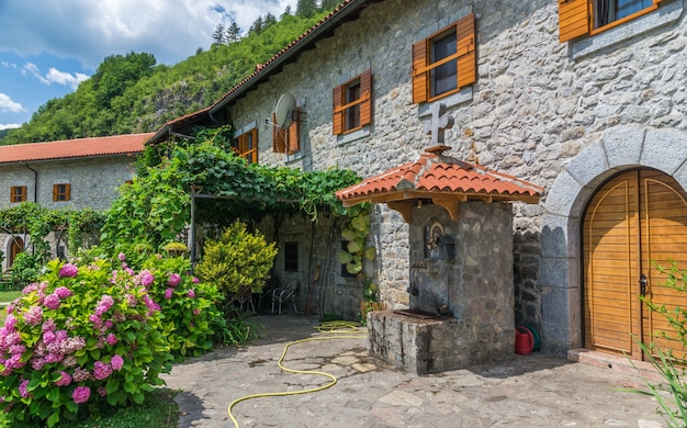 Moraca kloster in montenegro Premium Fotos