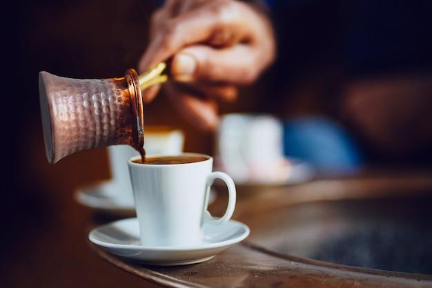 Morgen mit türkischem kaffeebrauen Kostenlose Fotos