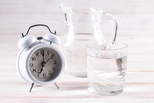 Morgenglas reines wasser, konzeptionelles foto, nahaufnahme horizontal Premium Fotos