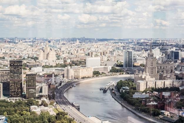 Moskau, das weiße haus am fluss Premium Fotos