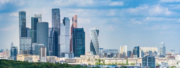 Moskau vom beobachtungsschreibtisch auf den spatzenhügeln, russland, moskau. Premium Fotos