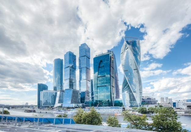 Moskauer geschäftszentrum ein komplex von wolkenkratzern am moskauer fluss Premium Fotos