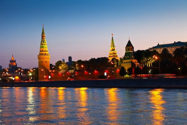 Moskauer kreml in der nacht Kostenlose Fotos