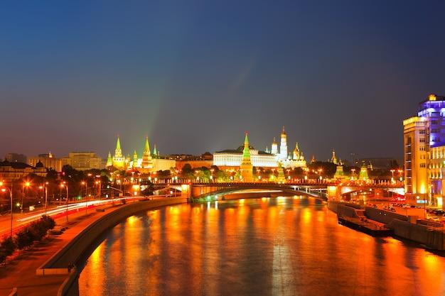 Moskauer kreml in der sommernacht Kostenlose Fotos