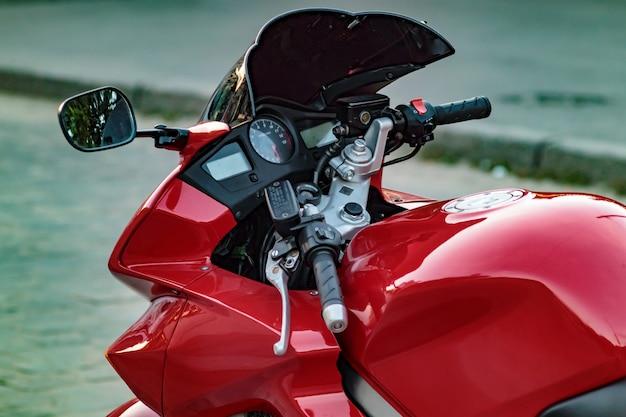 Motobike design seite nahaufnahme, tachometer und drehzahlmesser. Premium Fotos