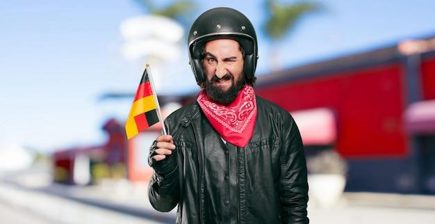 Motorradfahrer mit deutschland-flagge Premium Fotos
