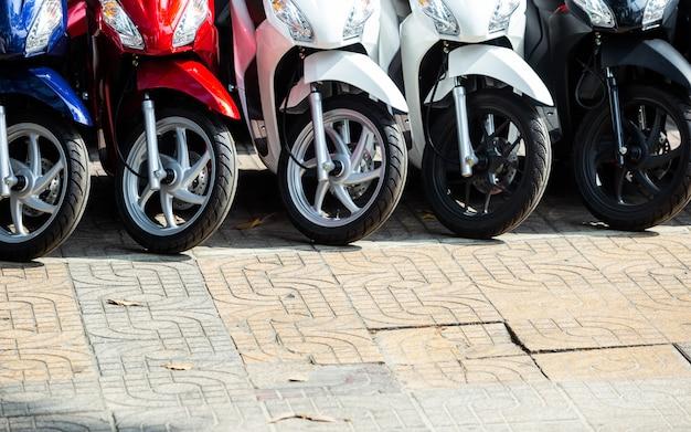 Motorradgefütterter frontstore. Premium Fotos