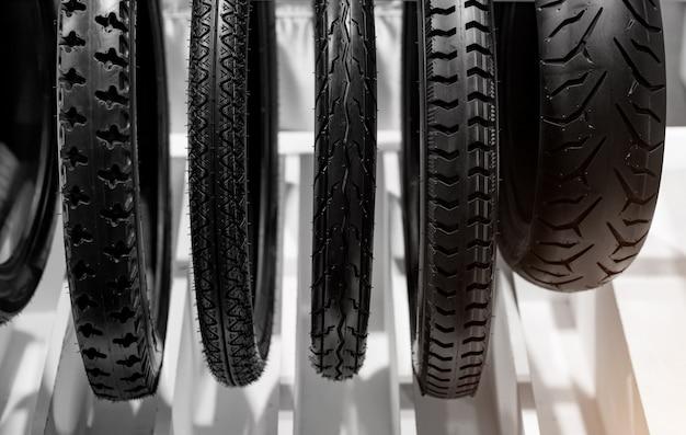 Motorradreifen sind der äußere teil der räder. Premium Fotos