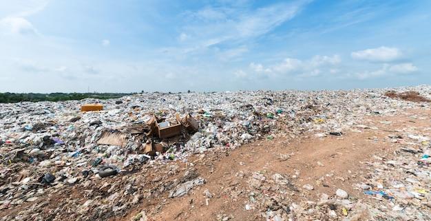 Müll in municipal deponie für den hausmüll Premium Fotos