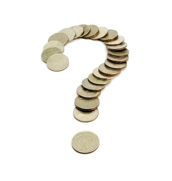 Münzen baht thailand fragezeichen lokalisiert auf weißem hintergrund Premium Fotos