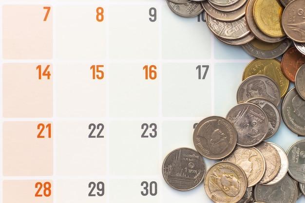 Münzen in der kalenderansicht Premium Fotos