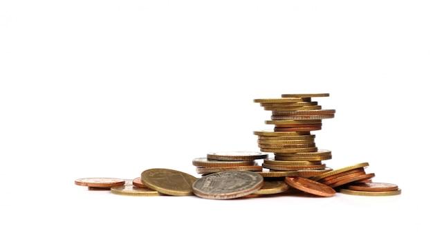 Münzen in verschiedenen positionen aufeinander gestapelt Premium Fotos