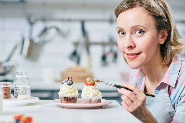 Muffins dekorieren Kostenlose Fotos