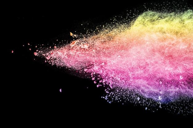 Multi farbpulver explosion auf schwarzem hintergrund. Premium Fotos