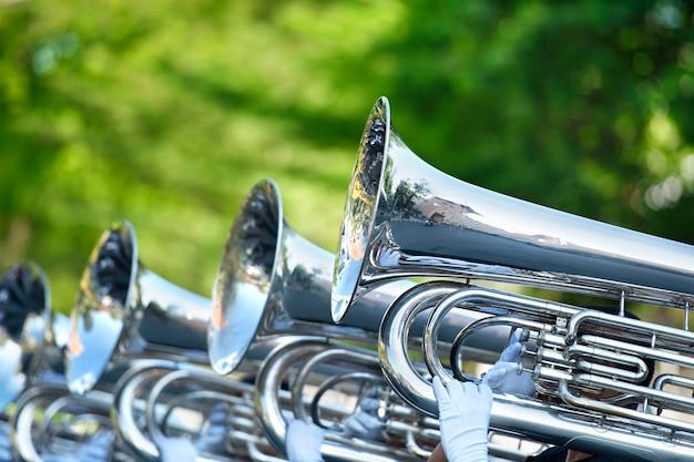 Musiker spielen marschieren tuba Premium Fotos