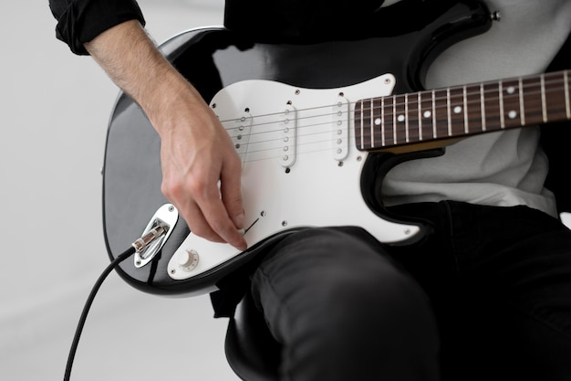 Musiker spielt e-gitarre Kostenlose Fotos
