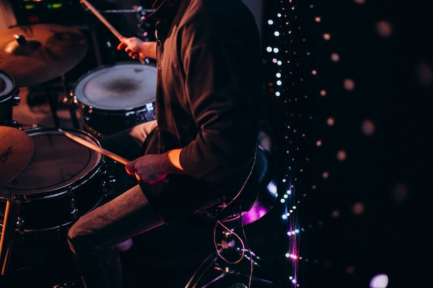 Musikinstrumente auf einer party Kostenlose Fotos