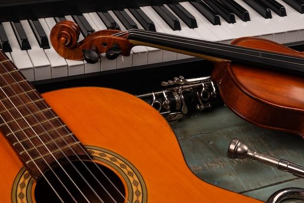 Musikinstrumente aus holz Premium Fotos